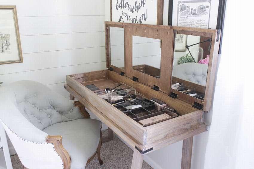 стол для макияжа с тремя отделениями
