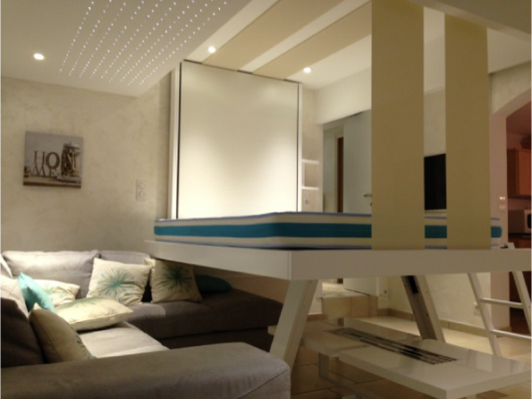 Подъемная кровать под потолок для маленькой комнаты