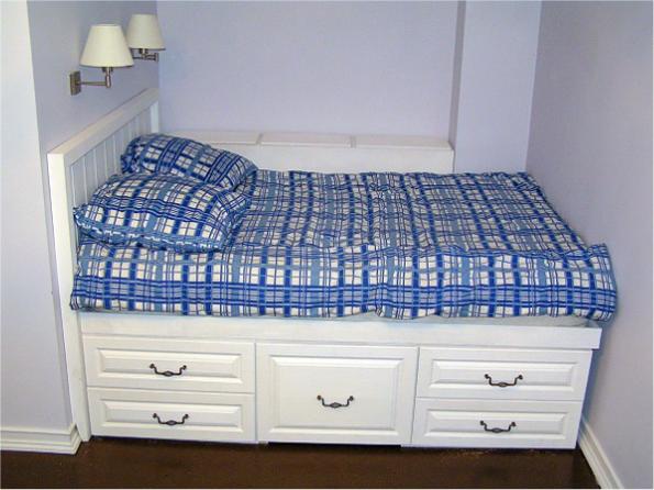 Кровать в нише без книжного ящика