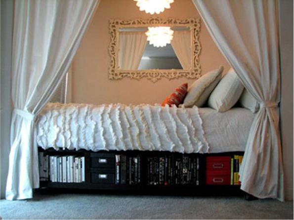 кровать в нише с занавеской