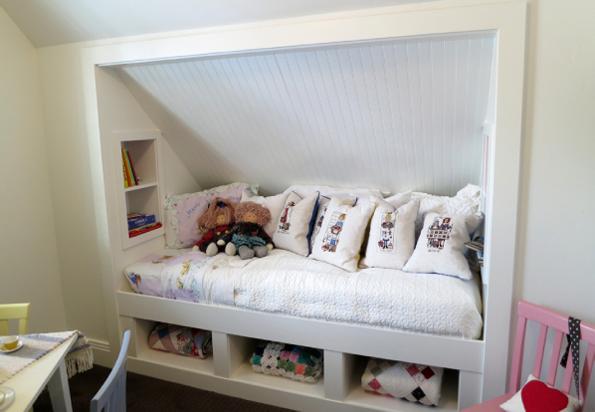 Кровать в нише  для детской комнаты