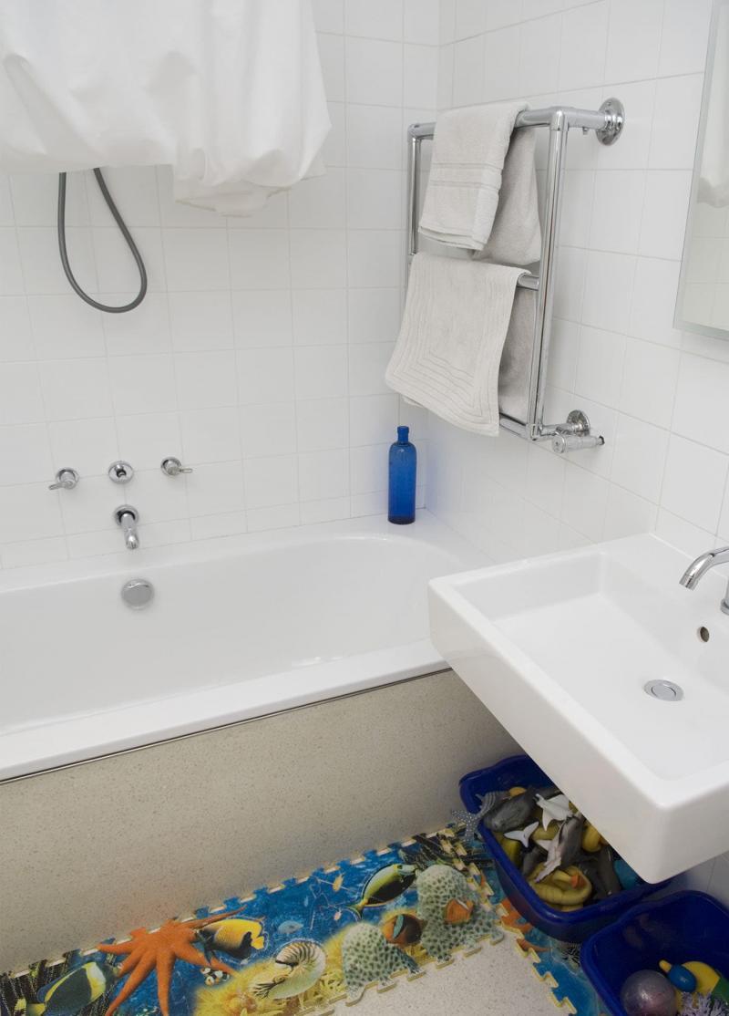 Интерьер маленькой ванной комнаты 8
