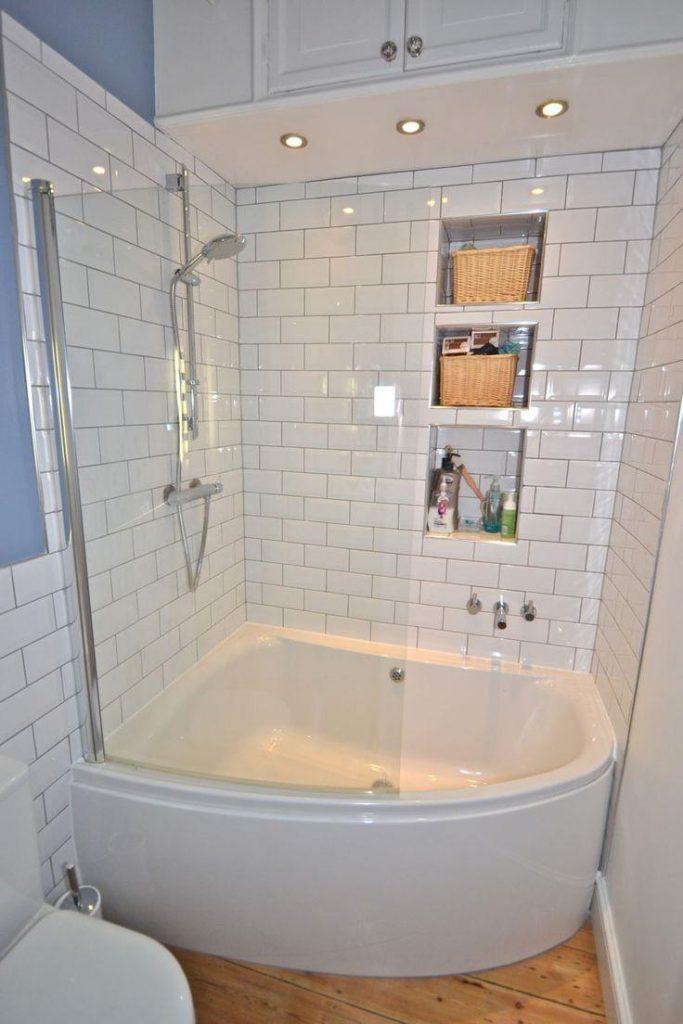 Угловая ванна в интерьере