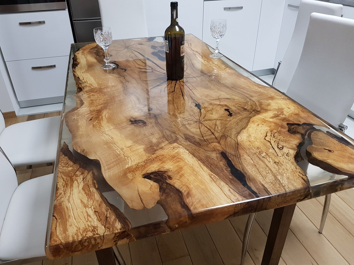 столешница из дерева на кухне